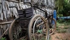 一位柬埔寨残疾老师的故事