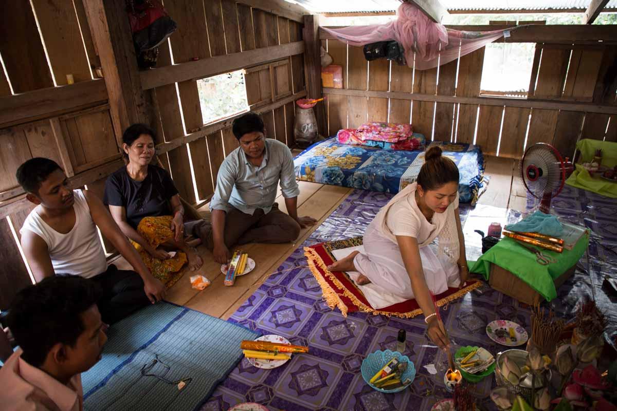 柬埔寨鄉下女道士