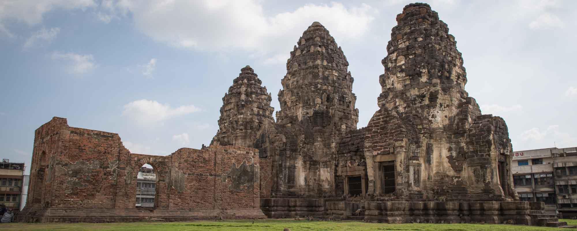 三峰塔 (Phra Prang Sam Yot)